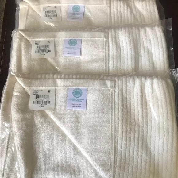 . Martha Stewart Collection Hand Towel NWT